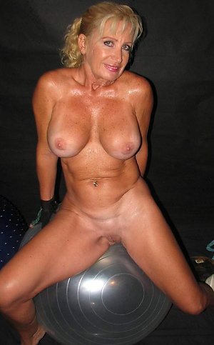 Cute mature big natural tits pics