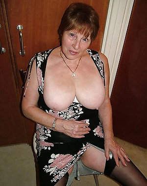 Pretty mature wifes posing nude