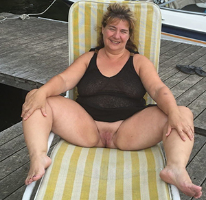 Pretty hot wife porn gallery