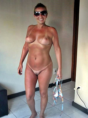 Naughty mature wife naked pics
