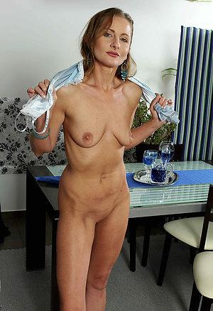 Beautiful natural mature wife sex pics