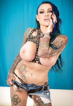 Amateur pics of tattooed women