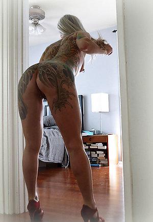 Porn pics of sexy tattooed women