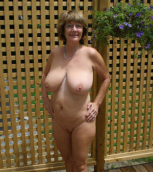 Horny mature women amateur nude pictures