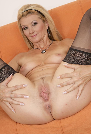 Private pics of mature mom tits