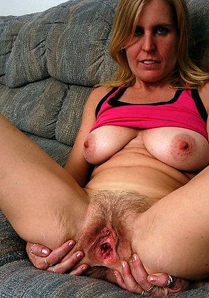 Curvy hot nude moms sex photo