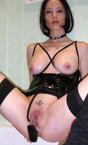 Horny amateur mom nude photo