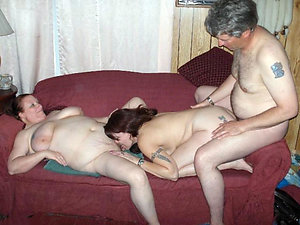 Free mature mom threesome pics