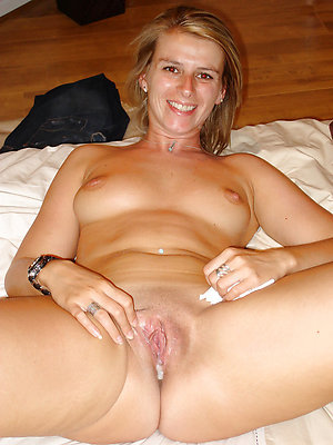 Pretty mature pussy creampies