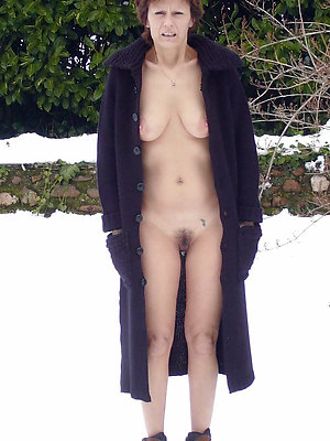 Sexy naked women in the outdoors pictures