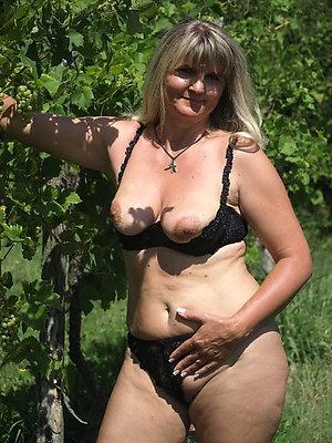 Free beautiful nude women outdoors