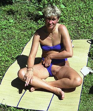Horny hot outdoor mature women pictures
