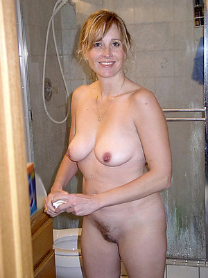Xxx mature nude housewives pics