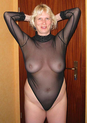 Naked mature slut wife porn photo