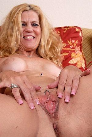 Slutty mature woman solo pics