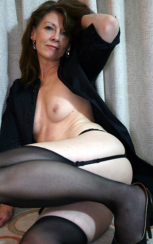 Free mature solo sex galleries