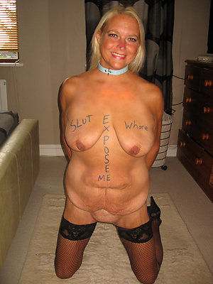 Horny mature mummy solo pictures