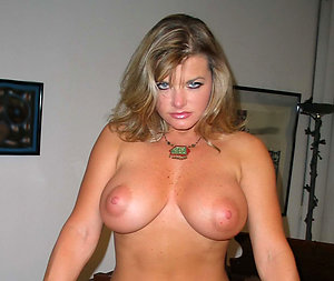 Crude floosie mature wife porn pics