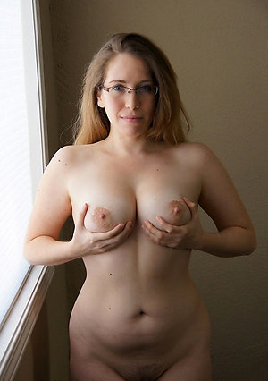 Slutty mature on the level breast photo