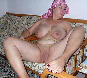 Amateur free adult with unaffected tits