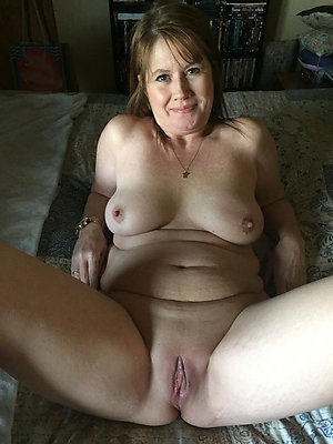 Amateur pics of unassuming mature milf