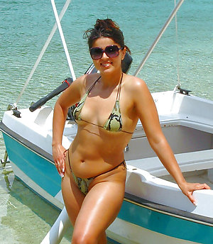 Inexperienced nude ladies on the beach