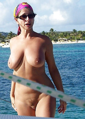 Hot sexy beach mature girl