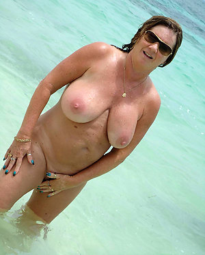 Xxx pictures of naked women on the beach