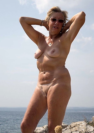 Hot mature pussy beach pics