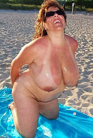 Cute mature beach pic