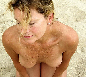 Nice amateur mature beach pic