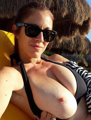 Amateur pics of hot big tits moms