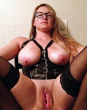 Amateur pics of amateur mature housewife