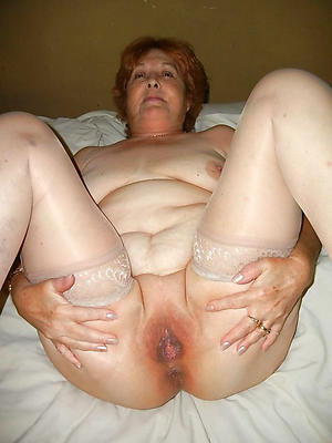Sexy amateur mature housewife pics