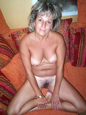 Slutty nude mature housewife
