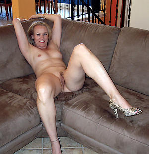 Pretty mature nude housewife pics