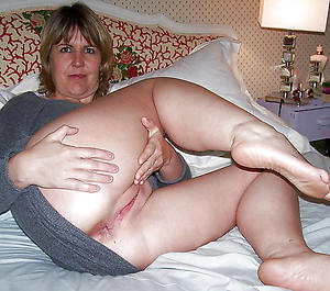 Amateur pics of mature nude housewife