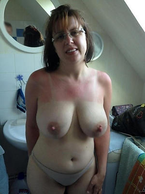 Porn pics of naked matured housewife