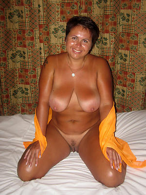 Xxx nude mature housewife