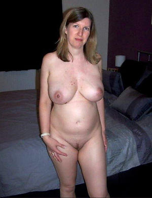 Amateur pics of nude mature housewife