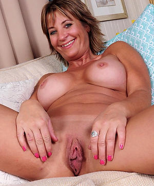Amateur pics of sexy mature cougar