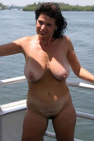 Free sexy mature cougar photo