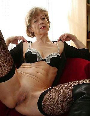 Pretty mature bush-leaguer nude women