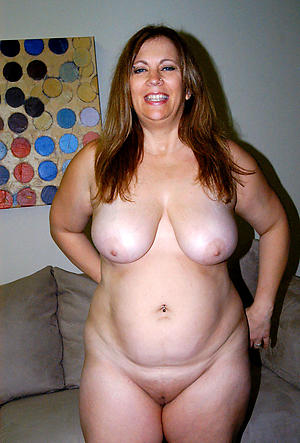 Xxx naked column with big breast