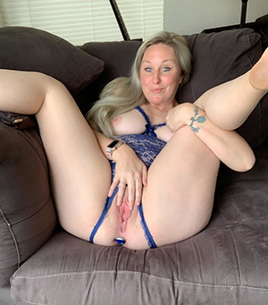 Nude adult wife pussy