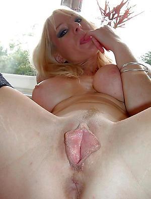 Sexy close up mature pussy