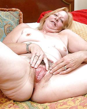 Mature pussy close ups