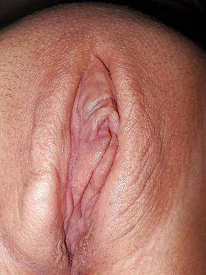 Horn-mad mature pussy close up