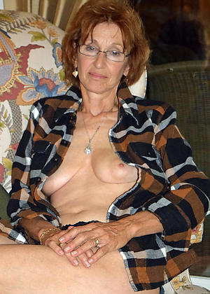Amateur pics of unclothed women in glasses