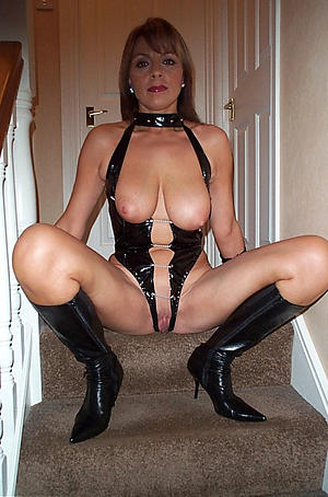 Nude beautiful erotic women